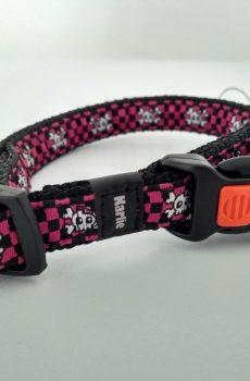 ställbart halsband med låsbart knäppe i svart nylon med rosa dekor med dödskallar från karlie