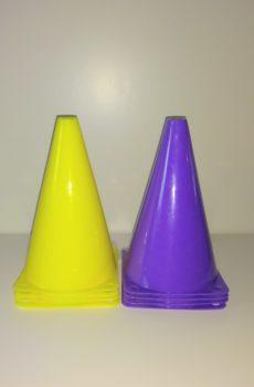 Små markeringskoner ca 18 cm lila eller gul